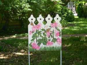 Decorated picket fence