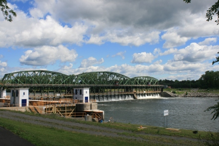 The movable dam at Lock 8